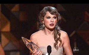 Taylor Swift wins Entertainer