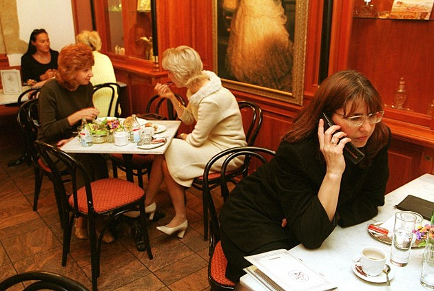 Restaurant cell phone use